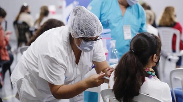 La Argentina ya aplicó más de 5,3 millones de vacunas y 950 mil fueron en  la última semana - Télam - Agencia Nacional de Noticias