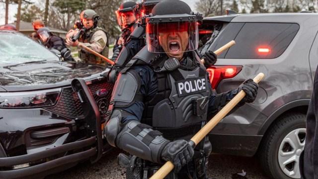 Las fuerzas del orden dispararon municiones no letales para tratar de dispersar a los manifestantes