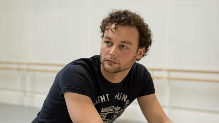 Scarlett había ingresado en 2006 al Royal Ballet, considerado el nuevo niño prodigio de la danza.