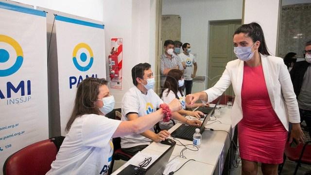 """Volnovich: """"estamos garantizando un flujo extra de vacunas para la Ciudad a través del PAMI""""."""