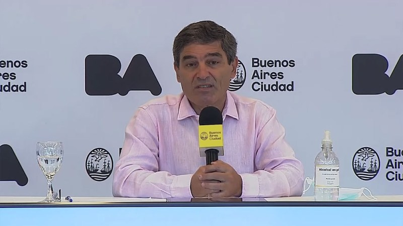 """El ministro de Salud porteño, Fernán Quirós, anticipó hoy que si no bajan los casos de coronavirus en la Ciudad de Buenos Aires las autoridades locales tendrán que hacer """"algo""""."""