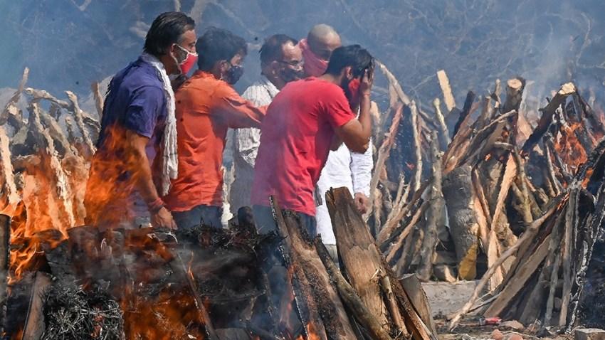 India atraviesa la segunda ola, con más de 19,1 millones de casos y 211.853 muertos.