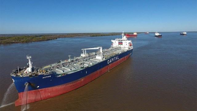 Los actores involucrados en la operatoria de la vía navegable troncal del río Paraná retomaron el debate sobre el dragado y señalización.