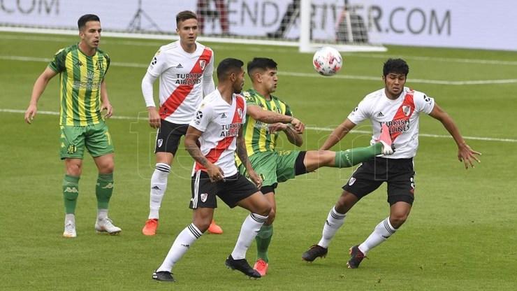 Aldosivi peleó el partido, pero sobre el final fue goleado por el Millonario.