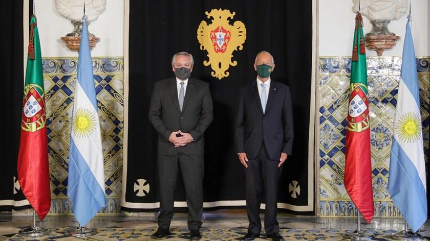 Fernández participó de la foto oficial en la residencia del presidente portugués.