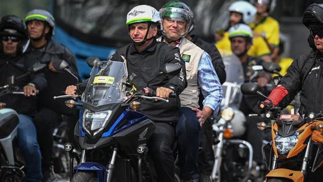 """Bolsonaro busca recuperar adeptos con su postura """"anticuarentena""""."""