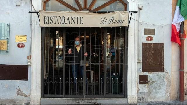 El cupo de cuatro personas por mesa en restaurantes generó cruces en el Gobierno de Italia