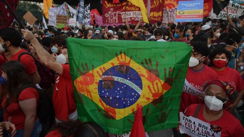 Las protestas son convocadas en 300 ciudades para reclamar la renuncia de Bolsonaro.