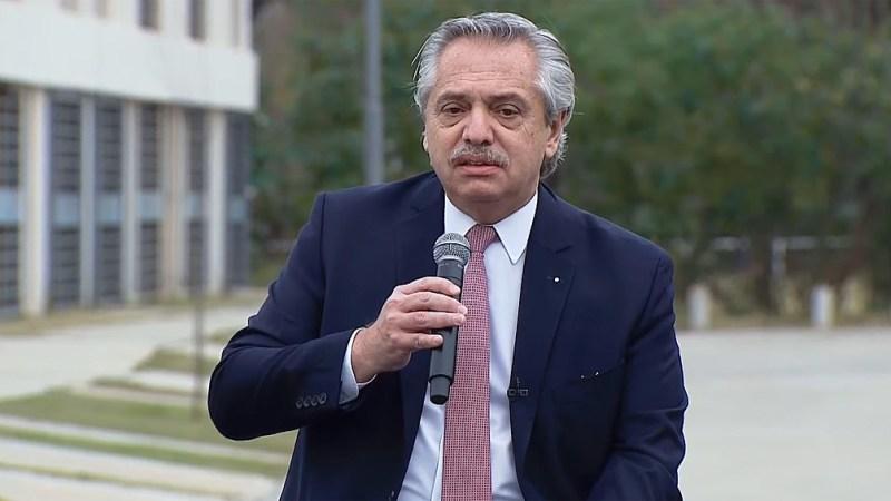 Fernández entregó la vivienda número 10 mil de la actual gestión, en el marco del Programa Casa Propia.