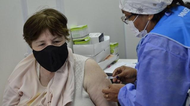 El personal de salud del convoy sanitario vacunó a 947 bonerenses contra la gripe; también hubo vacunación antineumocócica.