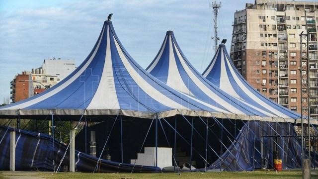 El predio del Polo Circo tiene 150 metros de largo por la Avenida Juan de Garay y 130 metros por la calle Combate de los Pozos.