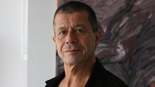 """Autor de obras como """"El adversario"""", """"Limónov"""" y la flamante """"Yoga"""", es hoy uno de los más destacados narradores franceses."""