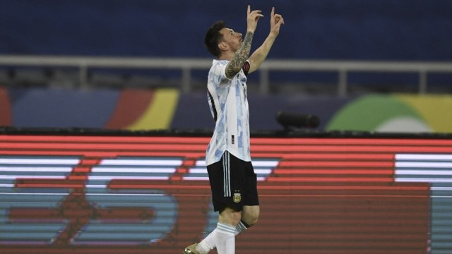 Messi abrió la cuenta ante Chile.