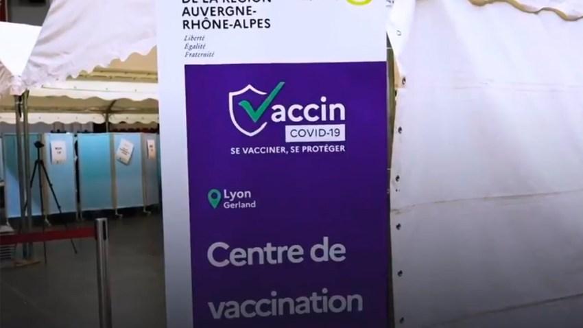 La campaña de vacunación comenzó a fines del año pasado, más del 76,98% de los ciudadanos franceses recibieron al menos una dosis de la vacuna y más de 67,49% recibieron la pauta completa.