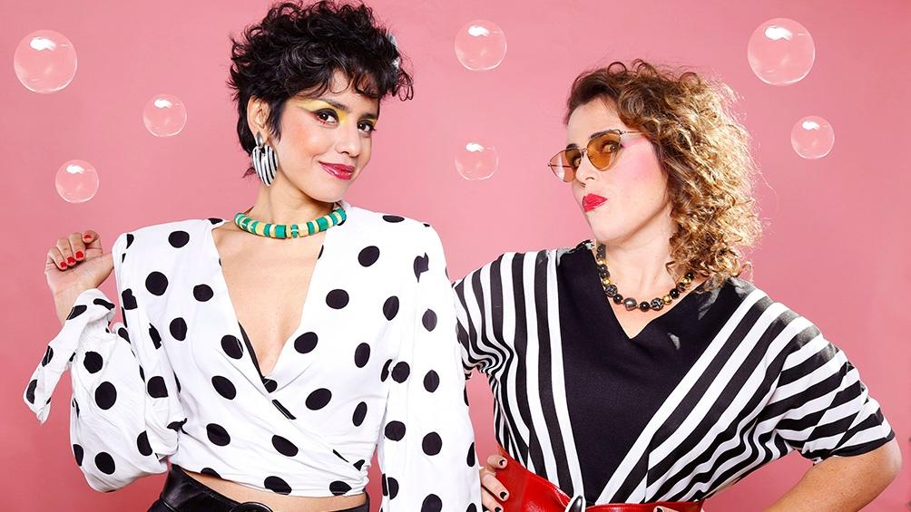 La producción cuenta con textos de Niní Marshall, Laura Sbdar y Lorena Vega.