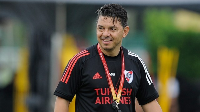 Marcelo Gallardo sonríe a medias ya que cree que tiene mucho por mejorar todavía con sus dirigidos.