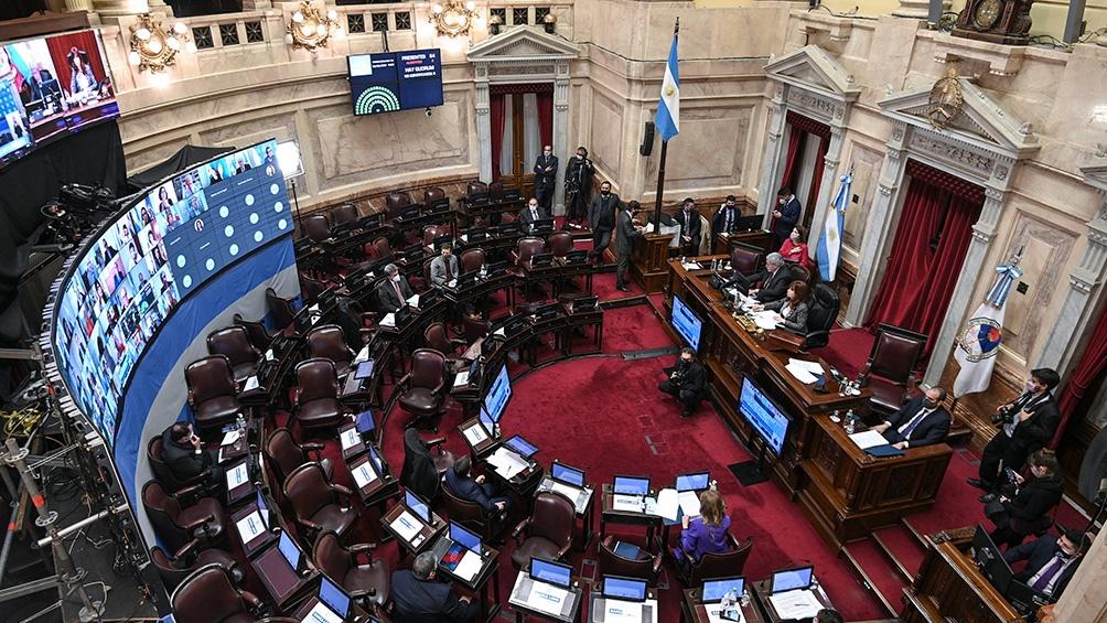 En el Senado, habrá cambios en un tercio de los distritos representados: los 24 escaños -3 bancas por provincia- que corresponden a Catamarca, Córdoba, Corrientes, Chubut, La Pampa, Mendoza, Santa Fe y Tucumán.