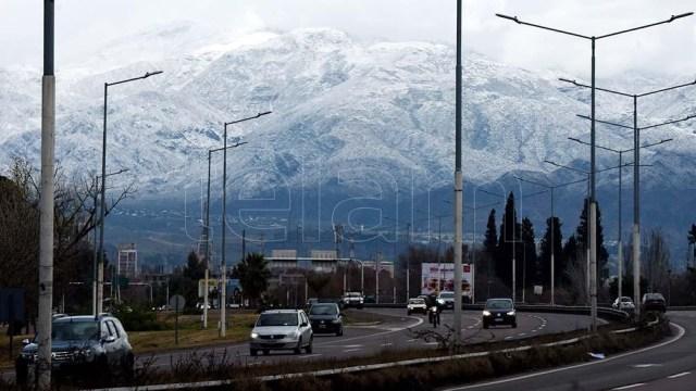 En algunos sectores se acumularon unos cinco centímetros de nieve.