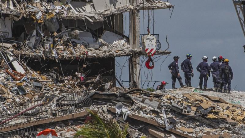 Los familiares de las víctimas reclman por la lentitud de las operaciones (AFP).