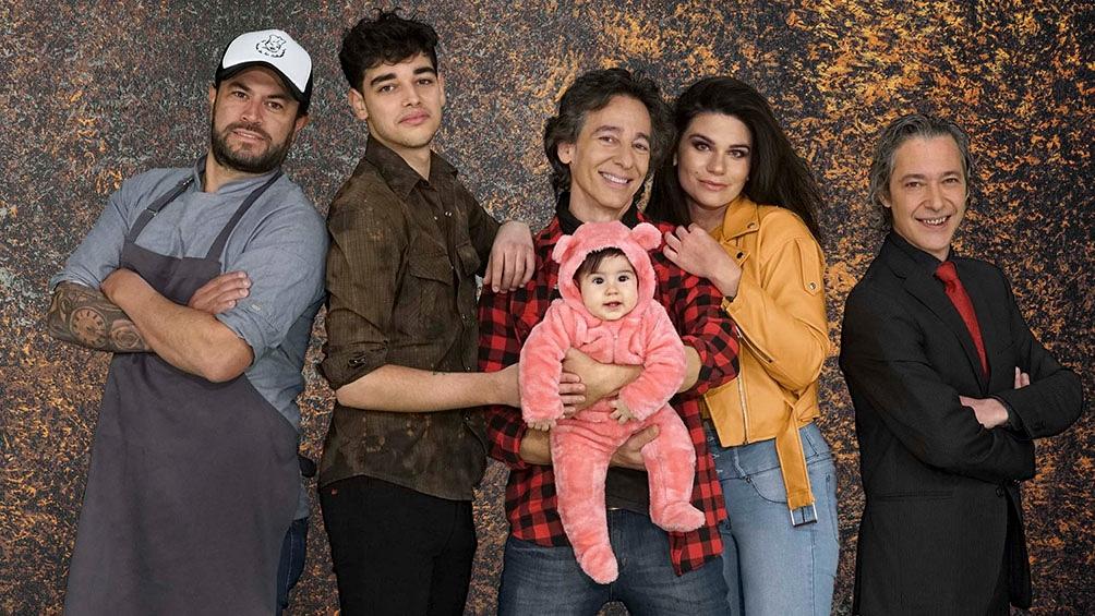 """En """"La cocina de los Calamaro"""", participarán Sacha y Romeo Calamaro, hijos de Javier, su pareja Paola Montes de Oca, el chef Rodrigo Aguirre y el músico Leandro Chiappe."""