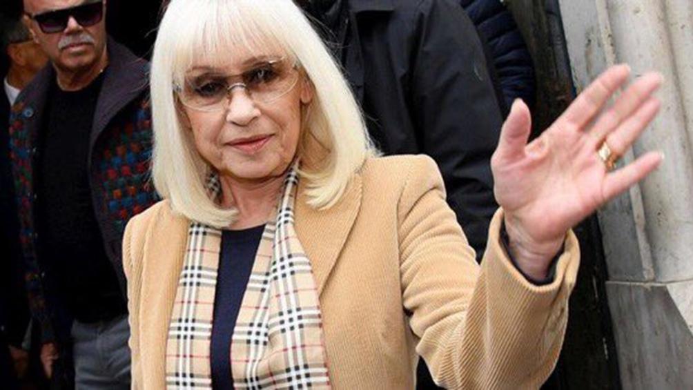 Raffaella Carrá, fallecida el lunes, unió a todo el país en su recuerdo.