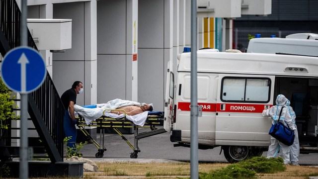 Las personas mayores de 60 años ocupan el 70 por ciento de las camas de terapia intensiva en los hospitales metropolitanos. Foto: AFP