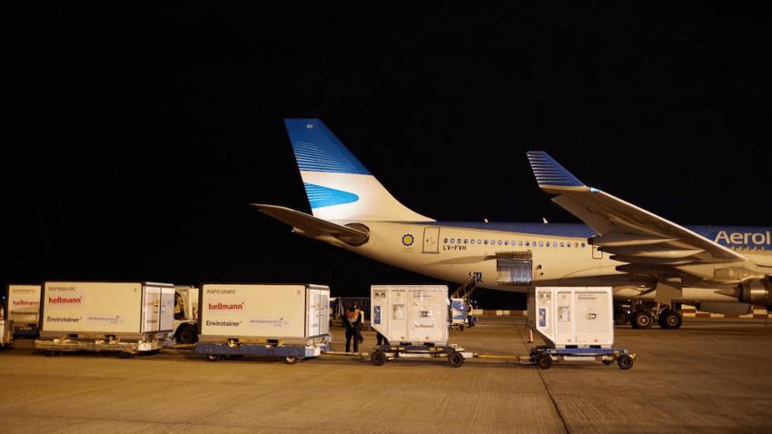 El otro avión llegará con vacunas Sinpharm desde China.