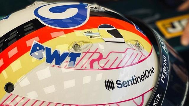 """""""Adiós Carlos"""", decía el casco de Sebastián Vettel."""
