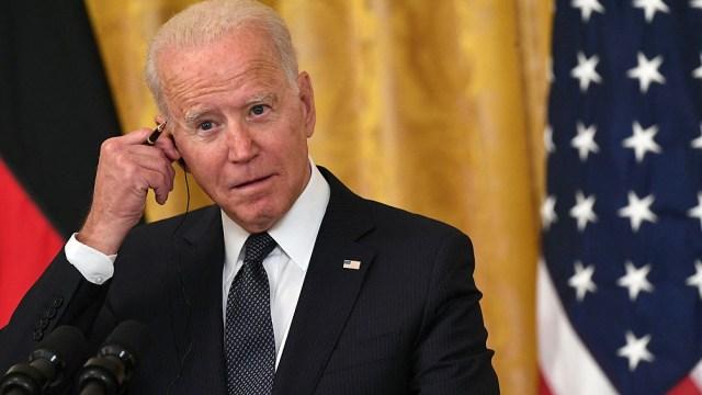 """Joe Biden dijo estar """"dispuesto a donar cantidades significativas de vacunas"""", con administración una organización internacional."""