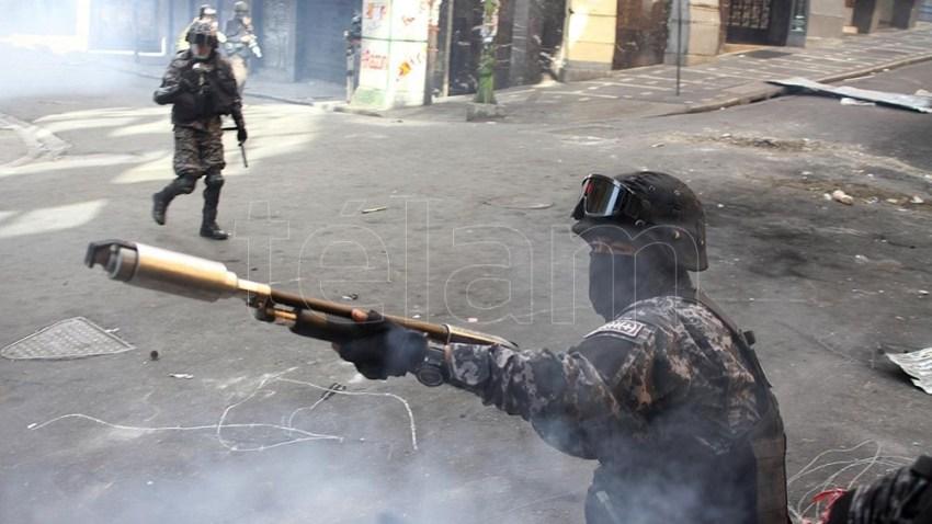 La denuncia no incluirá información sobre las sospechas vinculadas a quién o quiénes fueron las personas encargadas de poner el armamento en manos de las fuerzas de seguridad boliviana. Foto: Pablo Aeli