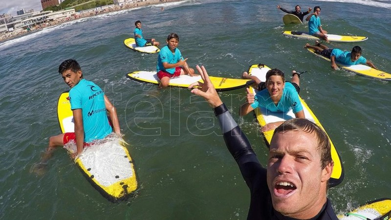 "Leandro ""Lele"" Usuna representante argentino en surf."