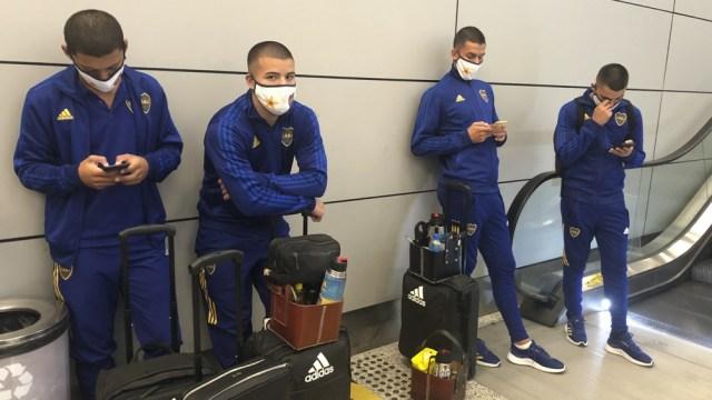 Boca tuvo inconvenientes cuando llegò a Brasil, y también los tiene al salir (Foto: Twitter @bocajrsoficial).