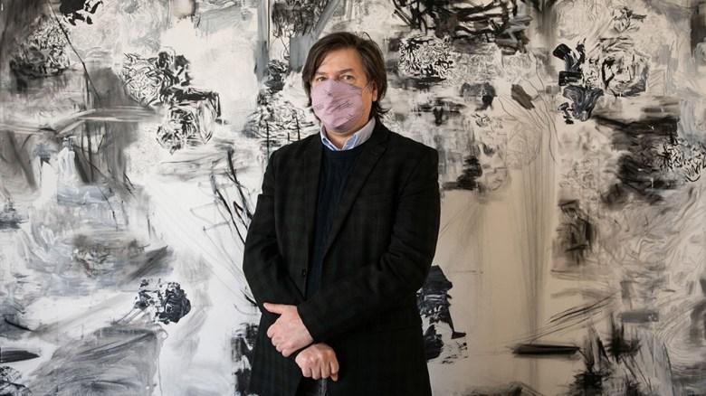 Duprat se diplomó como arquitecto en la Universidad Nacional de La Plata en 1987 e inició una carrera que se caracteriza por el diálogo entre lenguajes artísticos desde una perspectiva heterodoxa y ajena a toda solemnidad.