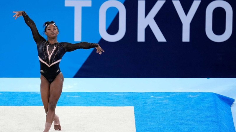 Simone Biles sufrió la presión en Tokio 2020.