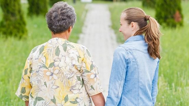 """Las visitas podrán llevarse a cabo en todas las residencias en que la totalidad de los adultos mayores y trabajadores """"estén vacunados""""."""