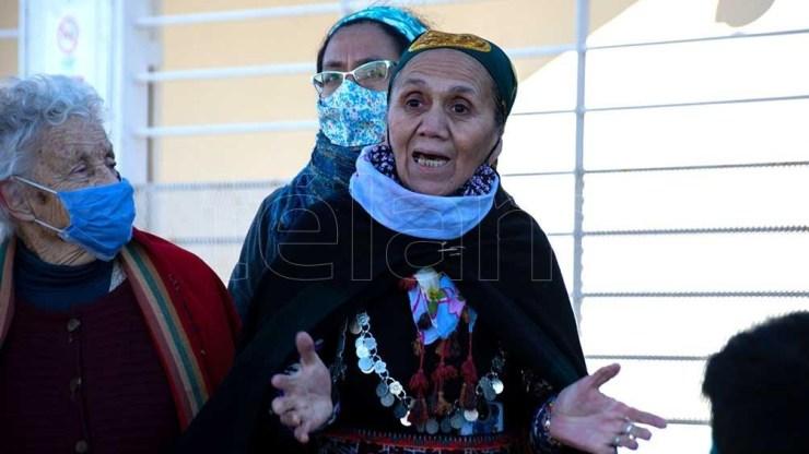 Representantes de la Confederación, acompañados de comunidades Mapuches de la Confluencia y de organizaciones sociales. Foto: David Sanchez