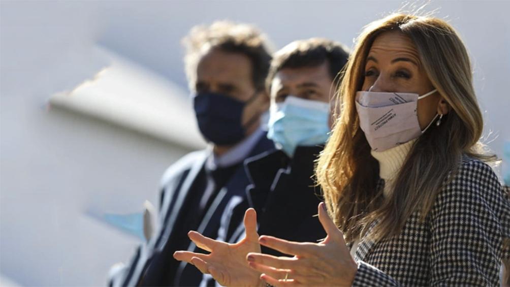"""""""El dilema es si es para adelante, con un camino de reconstrucción, o si se vuelve hacia atrás"""", advirtió la primera precandidata a diputada nacional Tolosa Paz."""