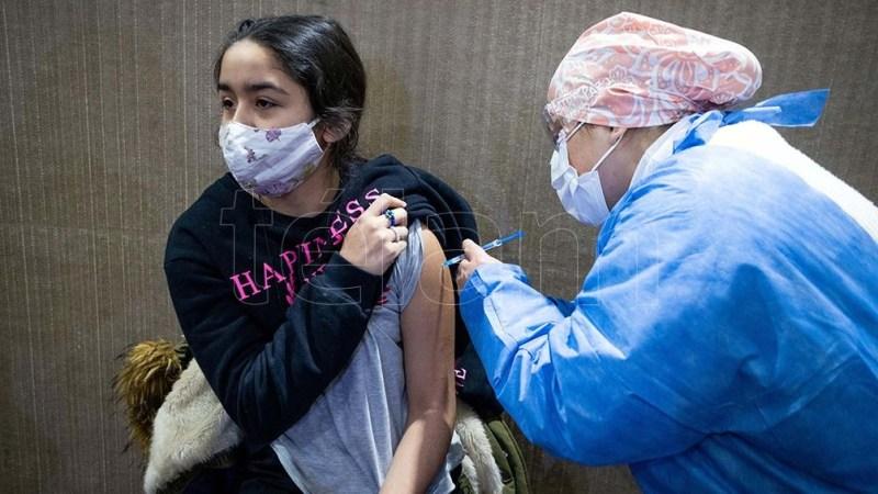 Comenzarán a vacunar adolescentes sin factores de riesgo (Foto: Diego Izquierdo)