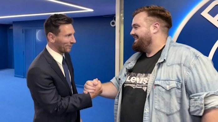 Messi en su amigable encuentro con el streamer español.