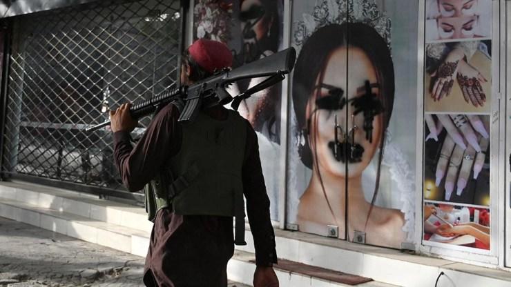 Los precios de los artículos aumentaron paulatinamente en Kabul y los bancos permanecen cerrados. Foto: AFP.
