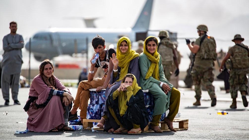 El primer vuelo en dos semanas tuvo como destino Qatar. (AFP)