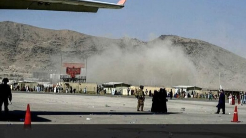Varios países habían advertido más temprano de un atentado inminente durante las últimas horas de evacuaciones de personas que quieren salir de Afganistán por temor a los talibanes.