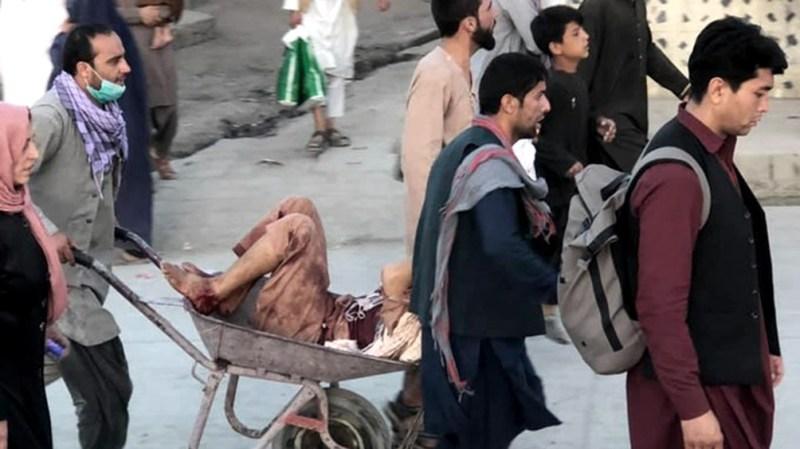 Se publicaron en las redes sociales imágenes que hacen presumir que el número de víctimas fatales y heridos podría incrementarse.