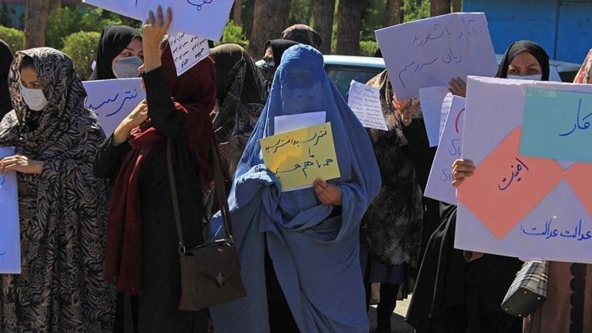 """Durante la protesta solicitaron """"educación, trabajo, libertad"""" en el nuevo Afganistán. Foto: AFP"""