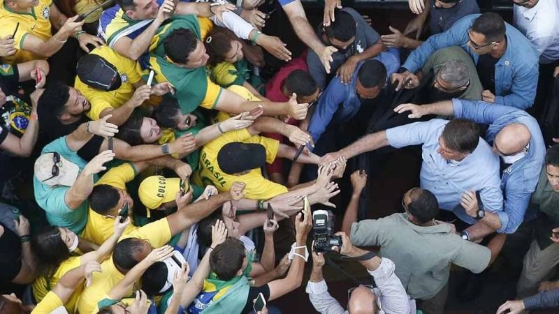 El presidente en San Pablo, ante más de 120.000 personas, anunció que no iba a aceptar los fallos del juez Alexandre de Moraes. Foto: AFP