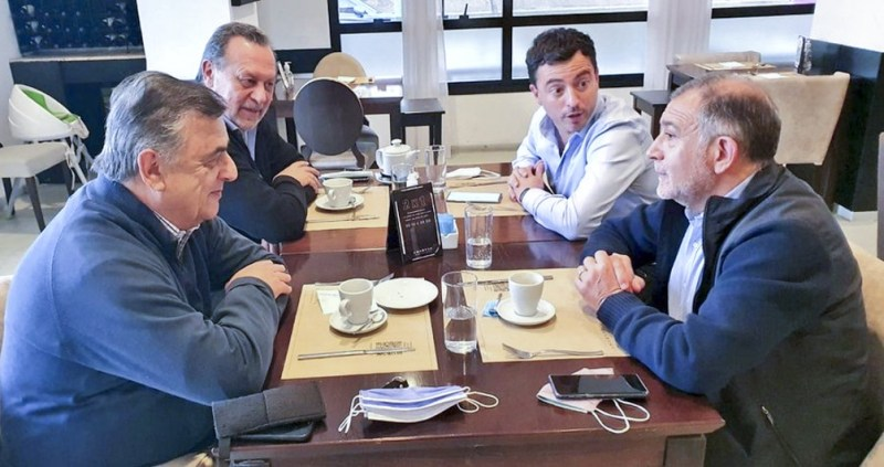 Los dirigentes se encontraron tras disputar las primarias de JxC en Córdoba