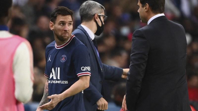 Messi y su fastidio ante el cambio.