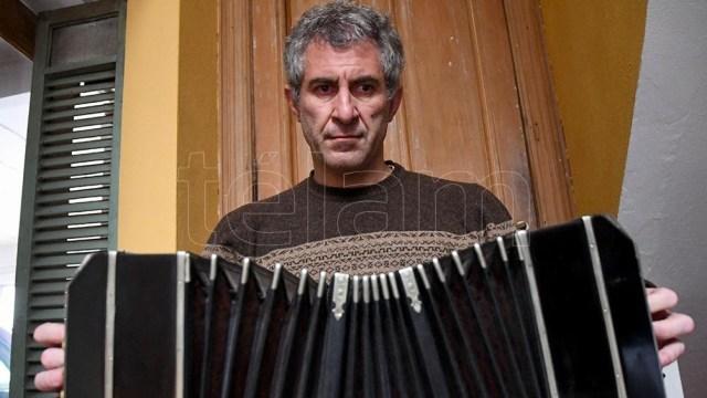 Pablo Mainetti, con su fuelle y su música