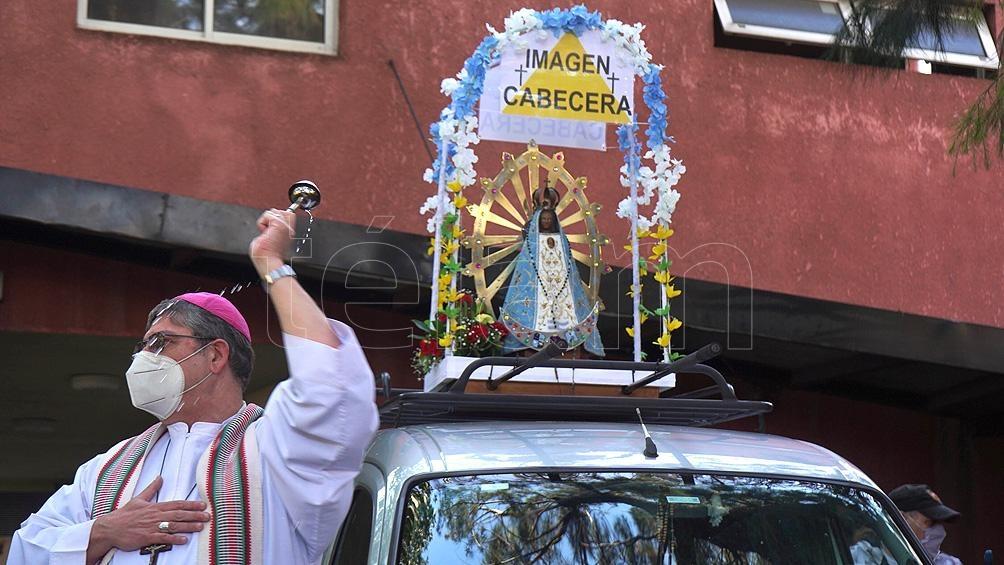 """La """"imagen"""" que encabeza la peregrinación partió a las 8:00 del Santuario de San Cayetano."""