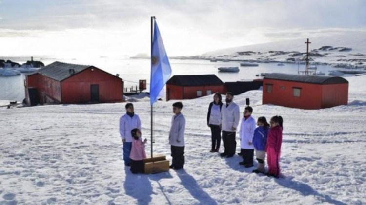 En Esperanza funciona la única escuela de la Antártida Argentina.
